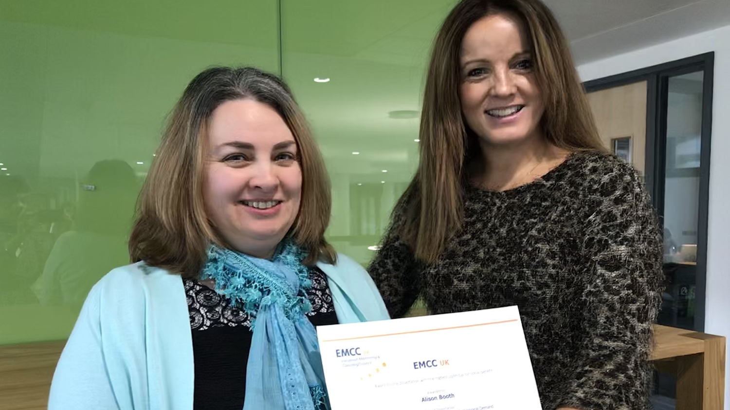 Natalia de Estevan-Ubeda presents Alison Booth with the EMCC UK award for the dissertation with the highest potential for social benefit